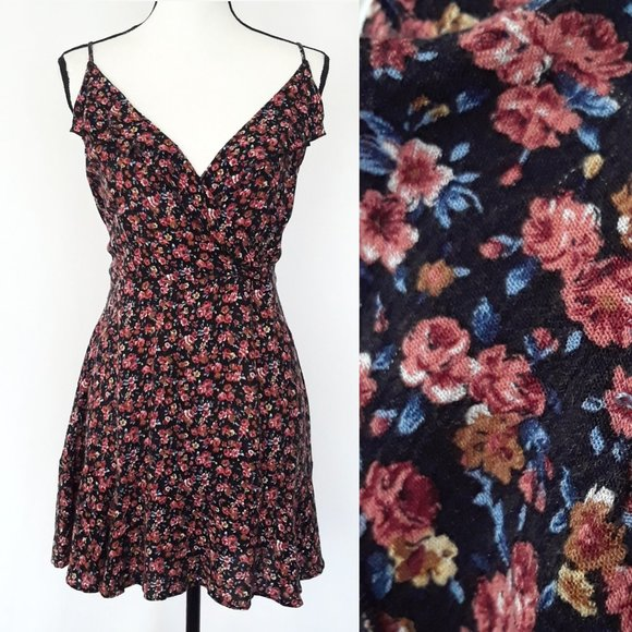 ❤️ AEO Ditsy Floral Print Lace Up Back Dress 2/$15